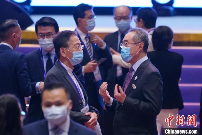 唐英年:选委会选举成功举行 发挥示范作用